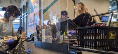 Barriera in plexiglass trasparente contro il rischio Coronavirus